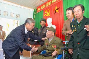 Đồng chí Trần Quốc Vượng làm việc tại Nghệ An