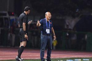 Thầy Park dính thẻ vàng sau ít phút bóng lăn