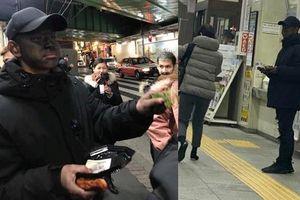 Xuất hiện kẻ mặc đồ đen, bôi đen mặt cầm đĩa xin tiền ở Nhật Bản