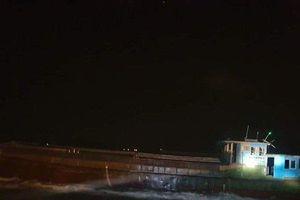 Tàu không người lái ký hiệu Trung Quốc dạt vào cảng Sơn Dương