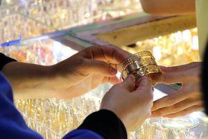 Giá vàng trong nước giảm ở phiên cuối tuần