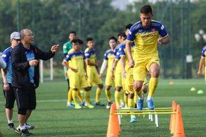 Thầy Park khẳng định mặt sân cỏ nhân tạo không cản nổi U22 Việt Nam ghi bàn vào lưới U22 Campuchia