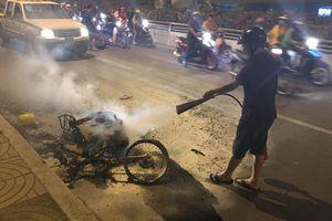 TP.HCM: Xe máy cháy trơ khung khi đi 'bão' sau trận thắng của U22 Việt Nam trước Campuchia