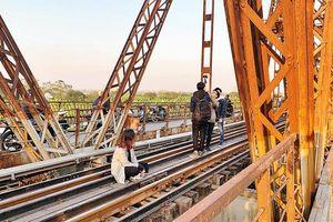 Cầu Long Biên trở thành điểm nóng về an toàn giao thông