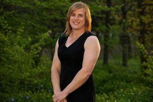 Cầu thủ chuyển giới được phép thi đấu bóng đá nữ hay không?