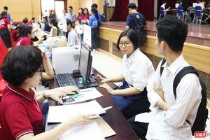 Ai sẽ thanh toán phí thực hành cho sinh viên?