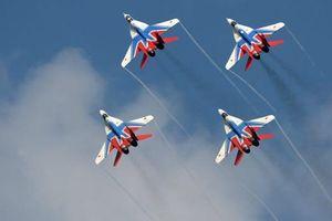 Cận cảnh tiêm kích 'quái vật' MiG-29 nhào lộn trên không