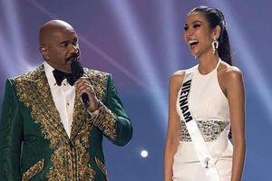 Hoàng Thùy chúc mừng người đẹp Nam Phi đăng quang Miss Universe