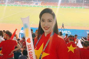 Dàn sao Việt háo hức trên sân vận động ở Philippines