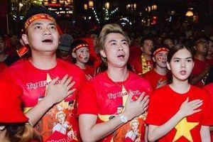 Ngân Khánh, Lê Phương và dàn sao hò hét khi Văn Hậu ghi bàn thắng