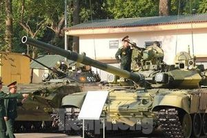 Những vũ khí trưng bày tại Hội nghị quân chính