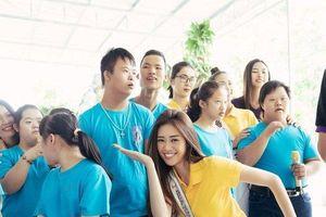 Theo chân tân hoa hậu, á hậu Hoàn vũ Việt Nam đi từ thiện sau đăng quang