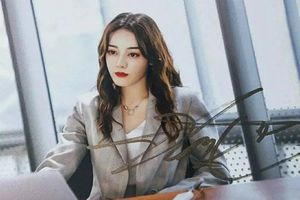 Lộ cảnh Hoàng Cảnh Du ôm vai Địch Lệ Nhiệt Ba, vừa đi mỹ nữ Tân Cương vừa che mặt cực đáng yêu
