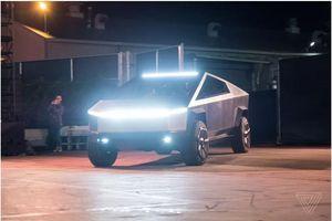Elon Musk bị bắt gặp lái Tesla Cybertruck chạy quanh Los Angeles