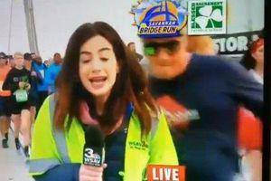 Người đàn ông vỗ mông nữ phóng viên ngay trên sóng truyền hình trực tiếp