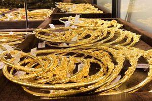 Giá vàng hôm nay 10/12: Giá vàng trong nước cao hơn thế giới gần 800.000 đồng/lượng