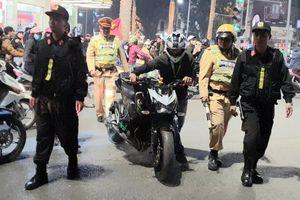Xe Kawasaki bị tạm giữ vì tài xế cổ vũ bóng đá quá khích