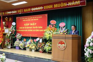 Viện Quyền con người đón nhận Huân chương Lao động hạng Nhì