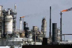 Giá dầu giảm do dự trữ dầu thô của Mỹ bất ngờ tăng