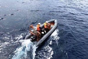 Tìm thấy thi thể người đàn ông mất tích khi cùng con đánh cá trên biển