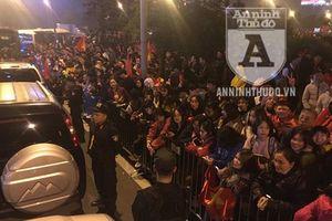 Toàn cảnh xúc động đón mừng những người hùng của bóng đá Việt Nam