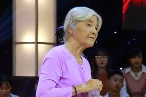 Thí sinh 75 tuổi được tặng 20 triệu đồng sau khi chê Ngô Kiến Huy