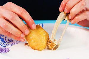 Bí quyết ăn cánh gà, táo không sót miếng nào
