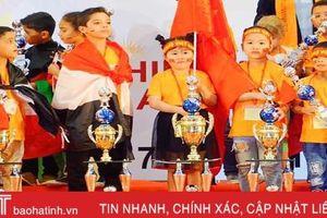 Học sinh lớp 2 Hà Tĩnh giành 'siêu vô địch' cuộc thi quốc tế UCMAS