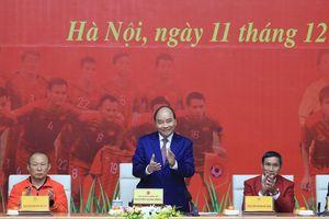 Thủ tướng gặp mặt U22 Việt Nam và đội tuyển bóng đá nữ