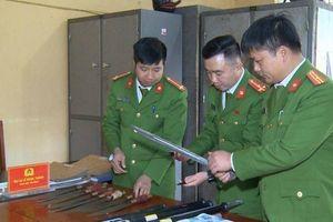 Tạm giữ 12 thanh niên mang súng, kiếm hỗn chiến ở Thanh Hóa