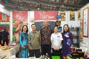 Đại sứ quán Việt Nam tại Indonesia tham gia hội chợ từ thiện ủng hộ khu vực Đại Jakarta