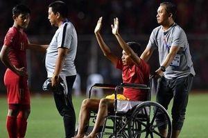 Cầu thủ Indonesia có thể chấn thương nặng vì va chạm với Văn Hậu