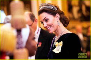 Ngắm Công nương Kate Middleton đội vương miện của Công nương Diana