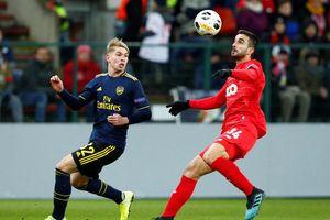 Ngược dòng trong 2 phút, Arsenal vượt qua vòng bảng Europa League