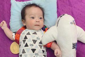 Đỗ Hùng Dũng mang HCV SEA Games về tặng con trai
