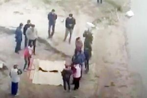 Phát hiện thi thể nghi là 2 bố con tử vong dưới sông Hồng