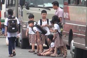 Nguy hiểm rình rập từ xe ôtô đưa đón học sinh ở Đồng Nai