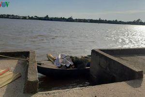 Khẩn trương làm rõ nguyên nhân 1 ngư phủ ngã xuống sông chết đuối