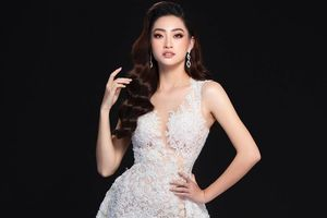 Lương Thùy Linh mặc váy xẻ cao khoe chân 1,22 m ở chung kết Miss World