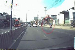 Clip: 'nữ Ninja' ngủ gật lượn 3 làn đường khiến cánh tài xế 'tim đập chân run'