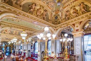 Quán cà phê trăm tuổi nổi tiếng đẹp nhất thế giới