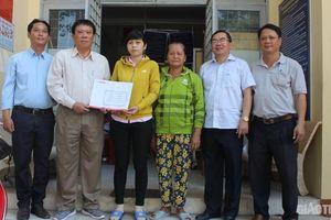 Báo Giao thông trao 50 triệu đồng xây nhà tình thương ở Tiền Giang