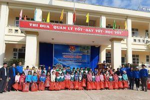 Than Quảng Ninh mang 'mùa đông ấm áp' đến với trẻ vùng cao