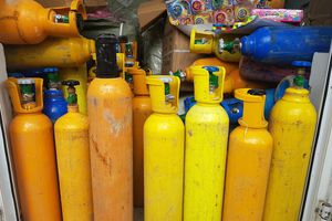 Bắt hơn 1 tấn khí bóng cười đưa vào Đà Nẵng tiêu thụ