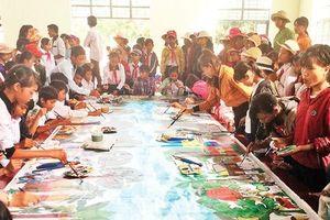Ðưa hội họa và văn học đến với trẻ em vùng sâu, vùng xa
