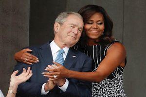 Ấn tượng tình bạn của cựu Tổng thống Mỹ Bush và bà Michelle Obama