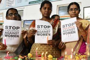Cô gái Ấn Độ bị kẻ cưỡng hiếp thiêu sống qua đời ở bệnh viện