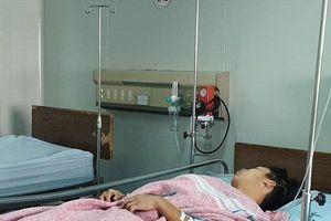 Diễn biến vụ nam sinh lớp 12 bị đâm trọng thương vì đánh 'dằn mặt đàn em'