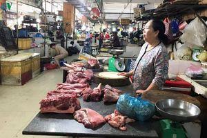 Thịt heo tăng giá, nhiều hộ kinh doanh 'đứng ngồi không yên'