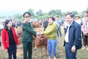 Thanh Hóa: Trao tặng 60 bò giống sinh sản cho hộ nghèo huyện Bá Thước